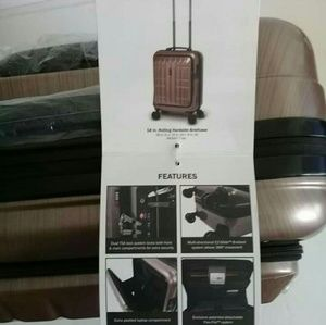 """Travelers Club luggage collection TPRC 18"""" Spinner"""